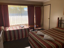 Twin Share Room | Twin Share Room | Twin Share Room - The Peninsula Hotel/Motel - Newcomb Geelong